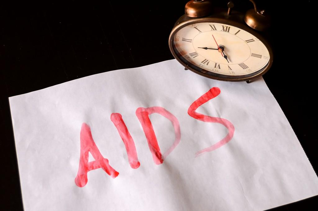 Ученые поняли, почему у людей ВИЧ развивается с разной скоростью