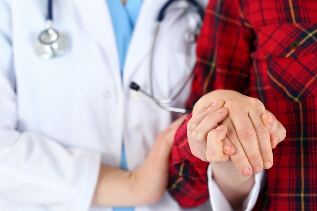 Эмпатия медиков влияет на приверженность ВИЧ+ людей к лечению