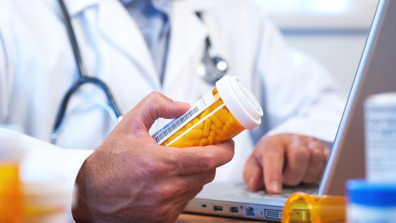В Кабмине не поддержали законопроект о выдаче препаратов ВИЧ-позитивным не по месту регистрации