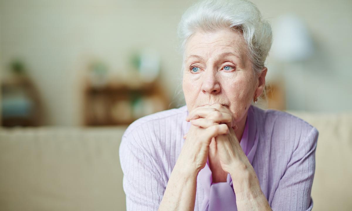 Одинокие люди с ВИЧ чаще сталкиваются с когнитивными расстройствами