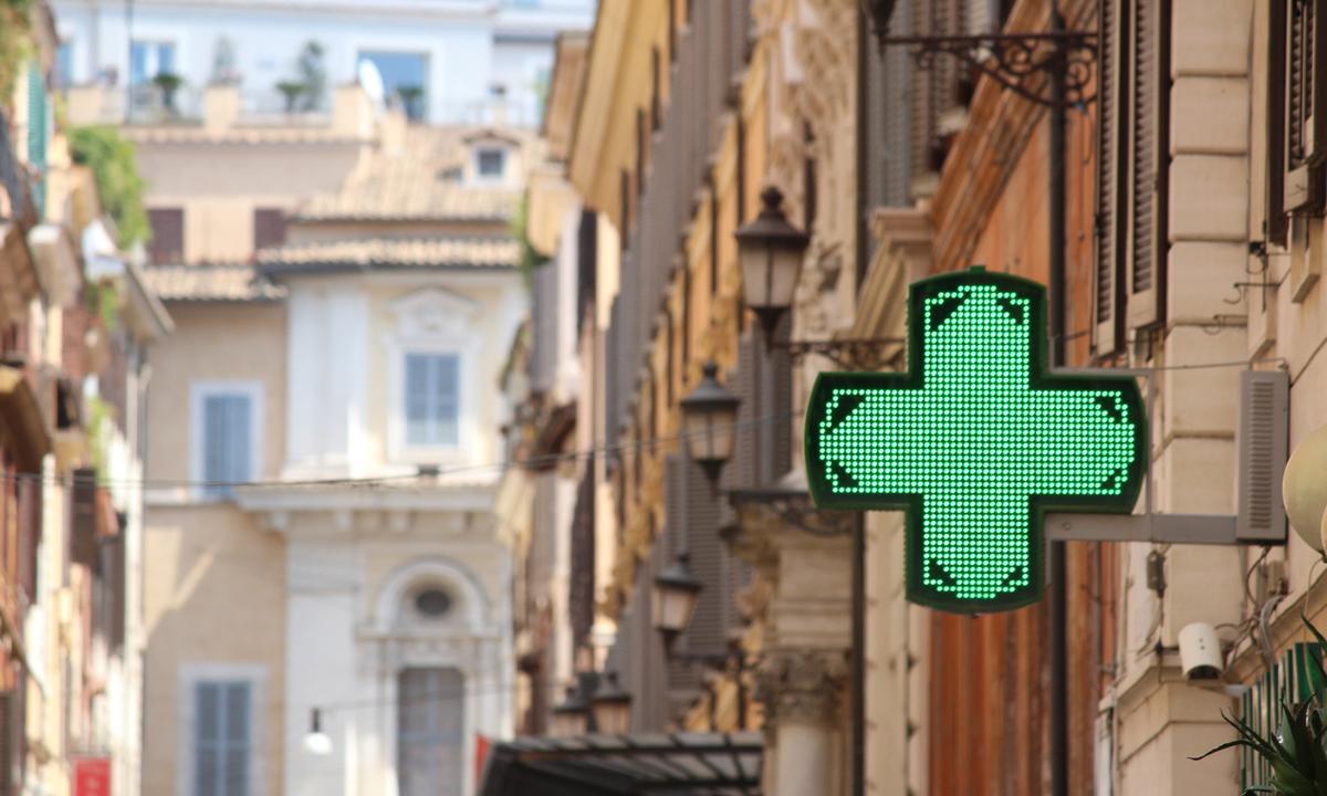 Французские ученые: анкетирование людей с ВИЧ в аптеках повысит эффективность их лечения