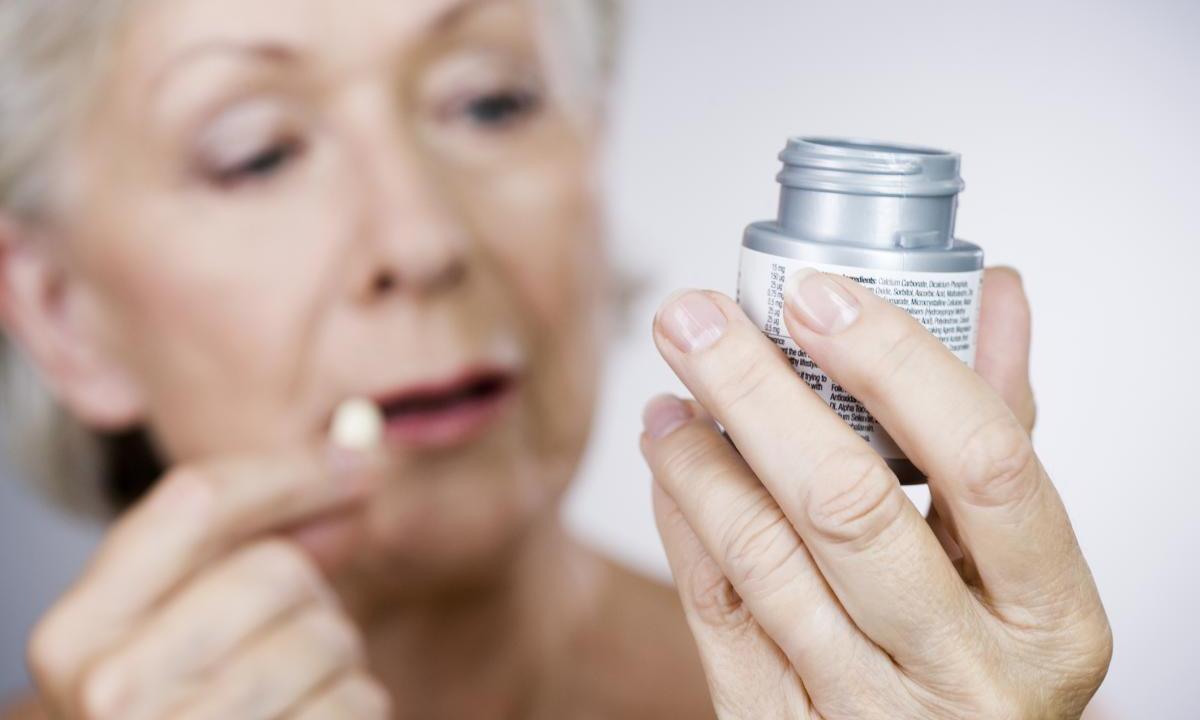 Свыше половины пожилых ЛЖВ сталкиваются с риском взаимодействия АРВТ и других препаратов