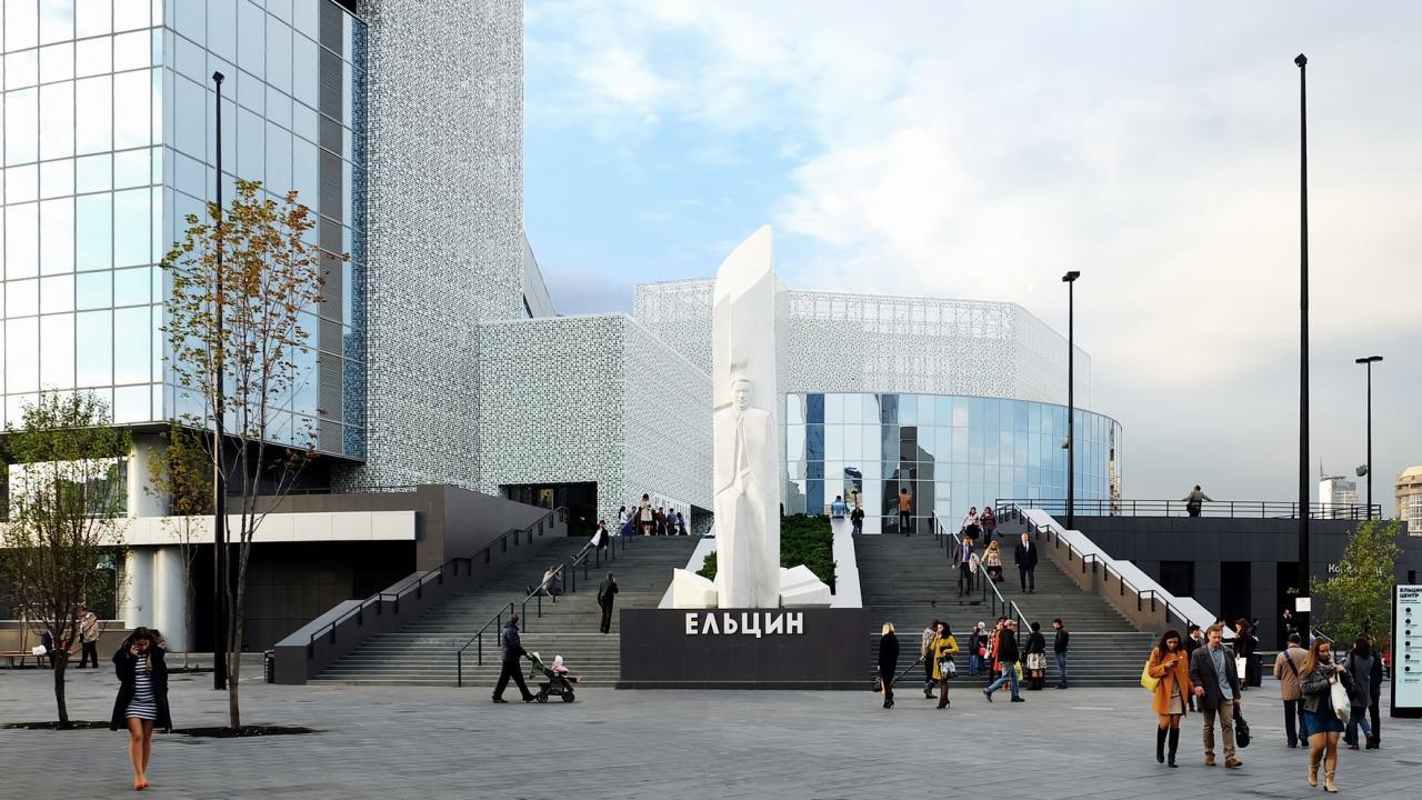Фасад Ельцин Центра украсит символ борьбы соСПИДом