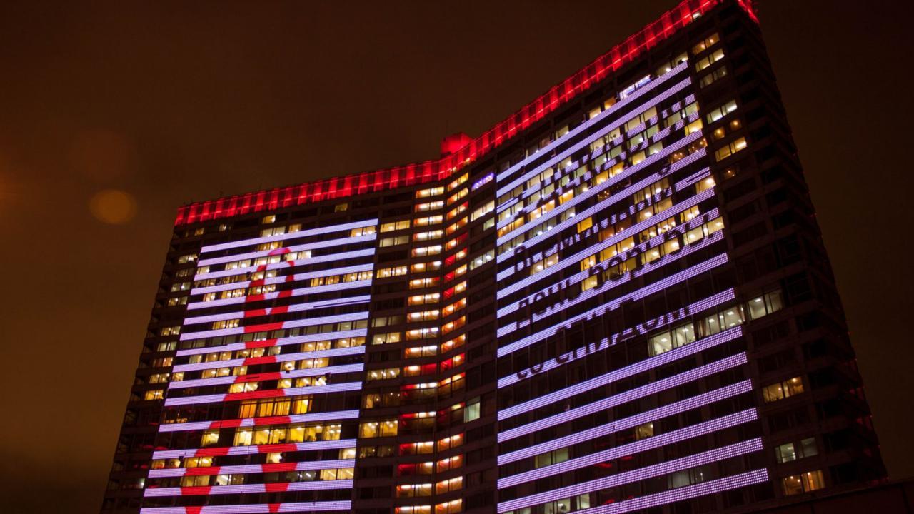 Центр Москвы окрасится в красный цвет