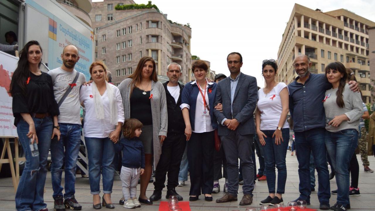 В Армении почтили память людей, умерших от СПИДа - изображение 1