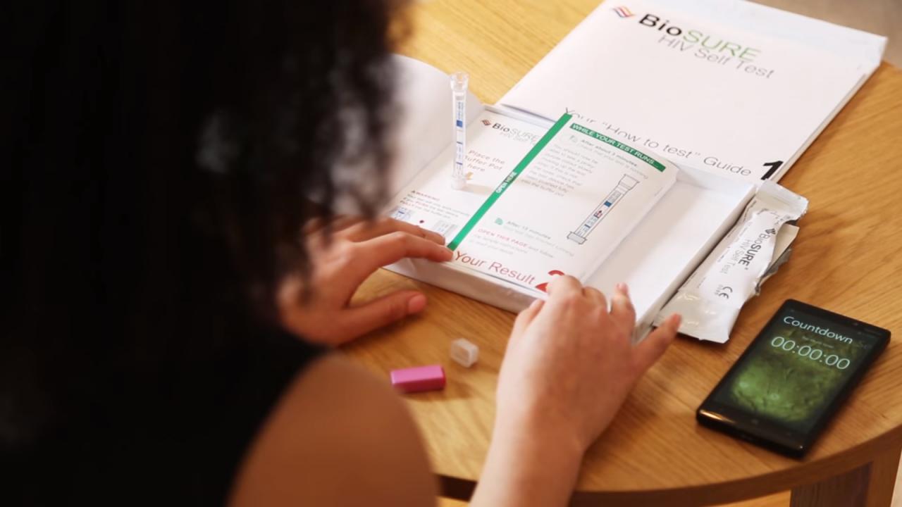 Superdrug стал первым крупным британским ритейлером, продающим комплекты для самотестирования на ВИЧ