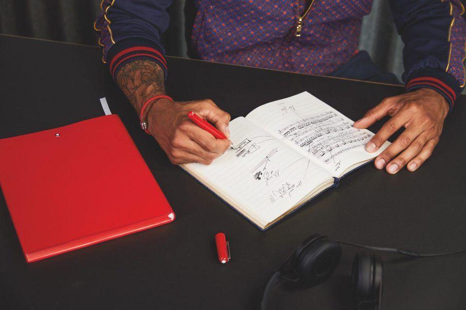 Montblanc выпустил перо ручной работы серии RED в поддержку людей, живущих с ВИЧ - изображение 1