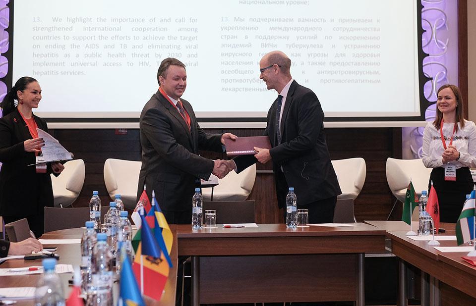 Страны ВЕЦА подписали заявление о расширении доступа к недорогим и качественным АРВТ