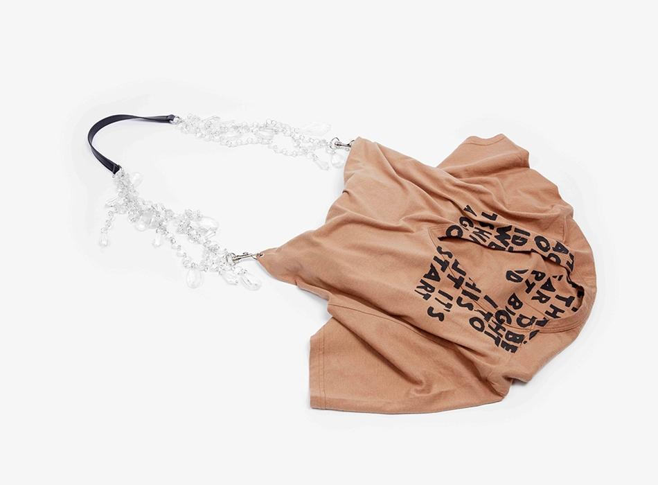 Модный дом Maison Margiela создал серию сумок в поддержку борьбы с ВИЧ - изображение 1