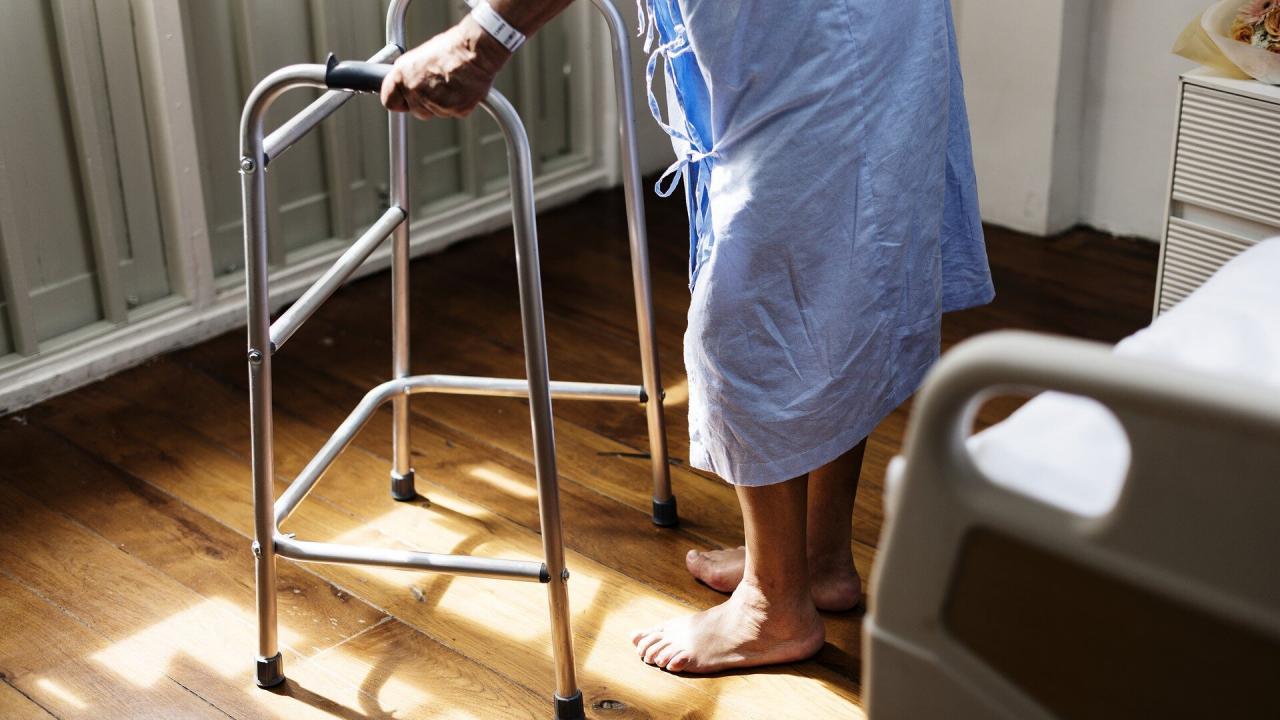 Рак у пожилых ЛЖВ лечится хуже, чем у их сверстников без ВИЧ