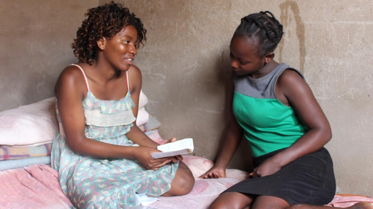 Поддержка ВИЧ-позитивных сверстников снижает риск неудачи при лечении вируса у подростков
