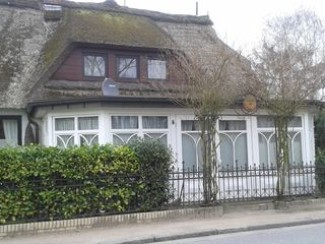 Appartement dans la maison au toit de chaume près de l'Elbe