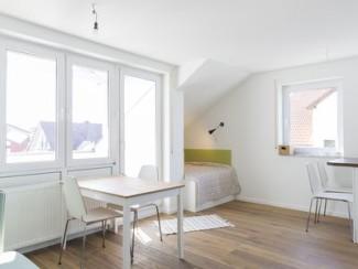 Nouvellement rénové appartement de 2 pièces avec accès au lac privé