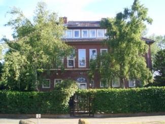 Sweet, petit appartement avec terrasse à seulement 50 mètres de la plage - avec parking!
