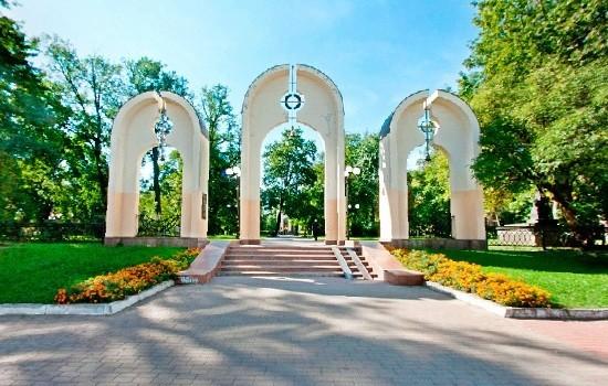 У Франківську провели екскурсію у меморіальному сквері, присвячену 90-річчя створення ОУН (відеосюжет)