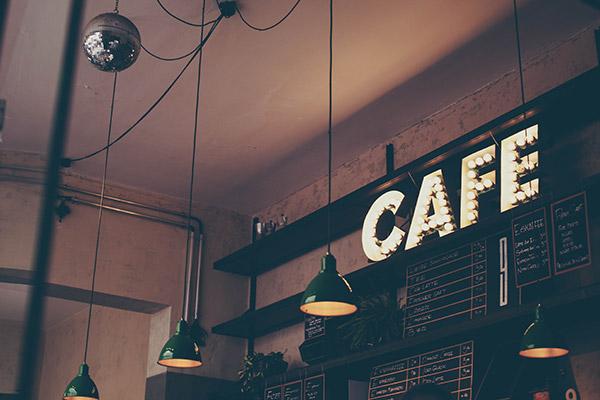 Cafes, bares, restaurantes