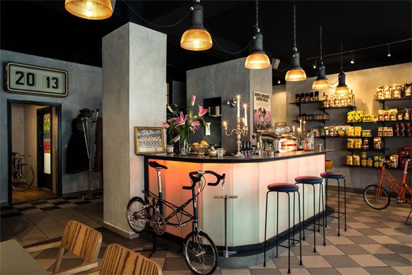 Cafés, Bars & Eatery