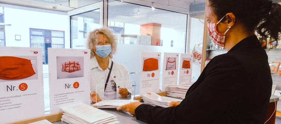 Handgefertigte Masken im Weingarten-Design