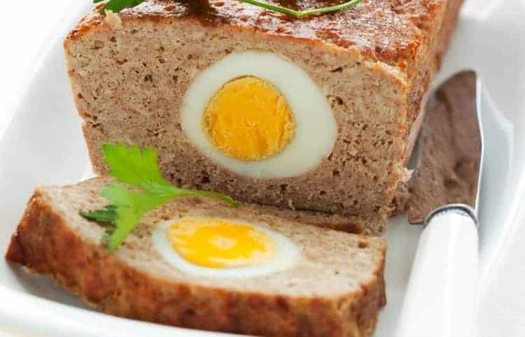 Gehaktbrood gevuld met ei
