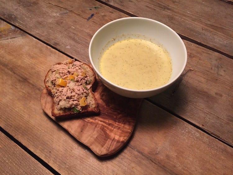 Geroosterde broccolisoep met broodje tonijnsalade