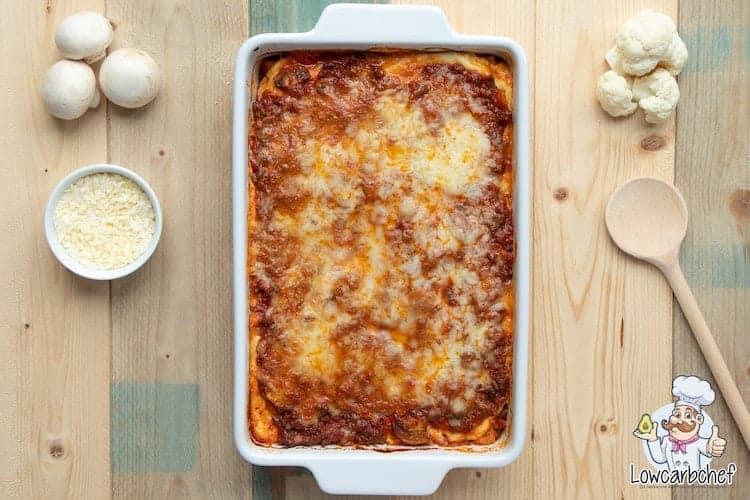 Lasagne met bloemkool en bolognesesaus.