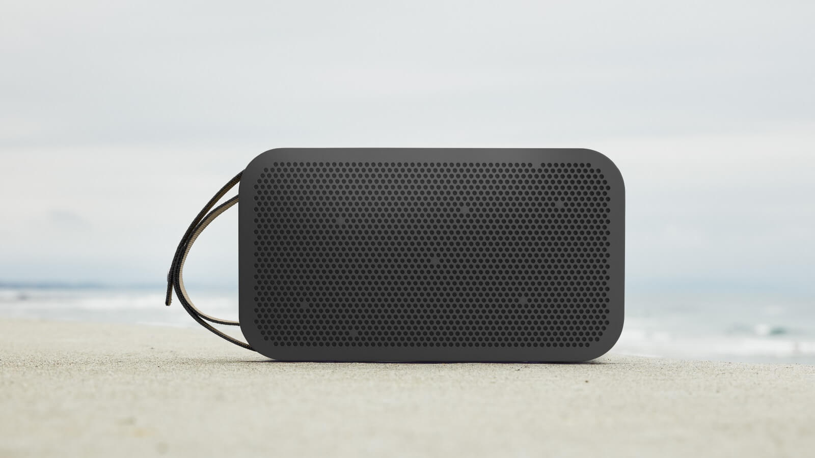 b o play beoplay a2 active tragbarer bluetooth. Black Bedroom Furniture Sets. Home Design Ideas