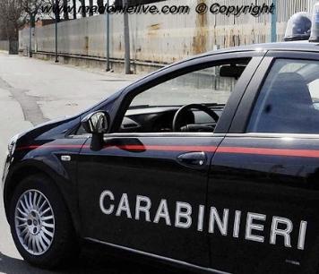 63ENNE COLTO DA INFARTO IN AUTO, SALVATO DA CARABINIERE