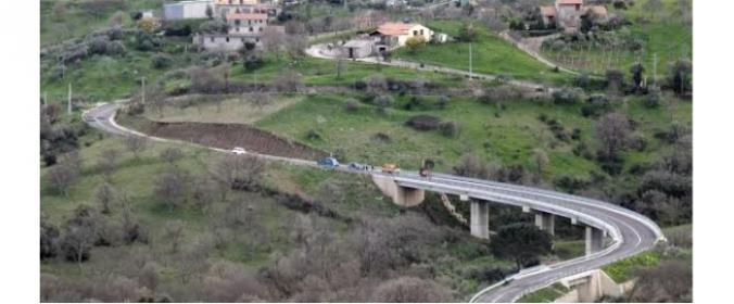 Iniziati i lavori di rifacimento del manto stradale della nuova circonvallazione a Castelbuono?