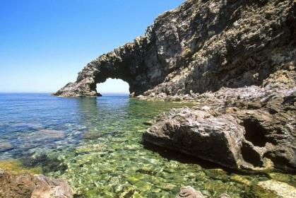 SiciliAntica: Pantelleria. Al via il Caffè letterario: cinque appuntamenti per un suggestivo viaggio nella letteratura contemporanea