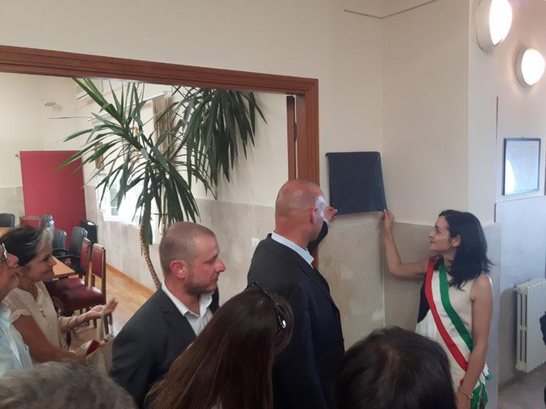 Pollina: l'amministrazione intitola l'aula consiliare al dottore Giuseppe Giambelluca