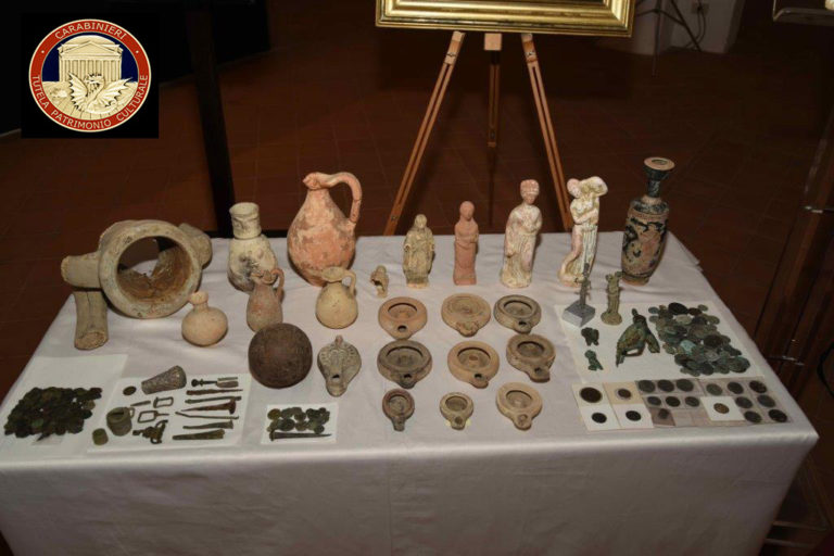 I Carabinieri arrestano un ricercato a livello europeo, responsabile di traffico internazionale di beni archeologici siciliani.