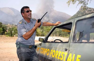 Incendi in provincia,situazione difficile nella frazione Ferrarello a Blufi