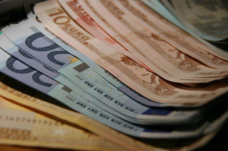 pokupka valiuty` v moskve