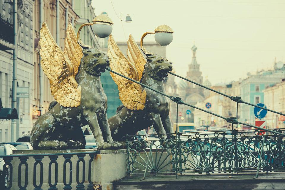 grifony_v_sankt_peterburge_na_bankovskom_mostu