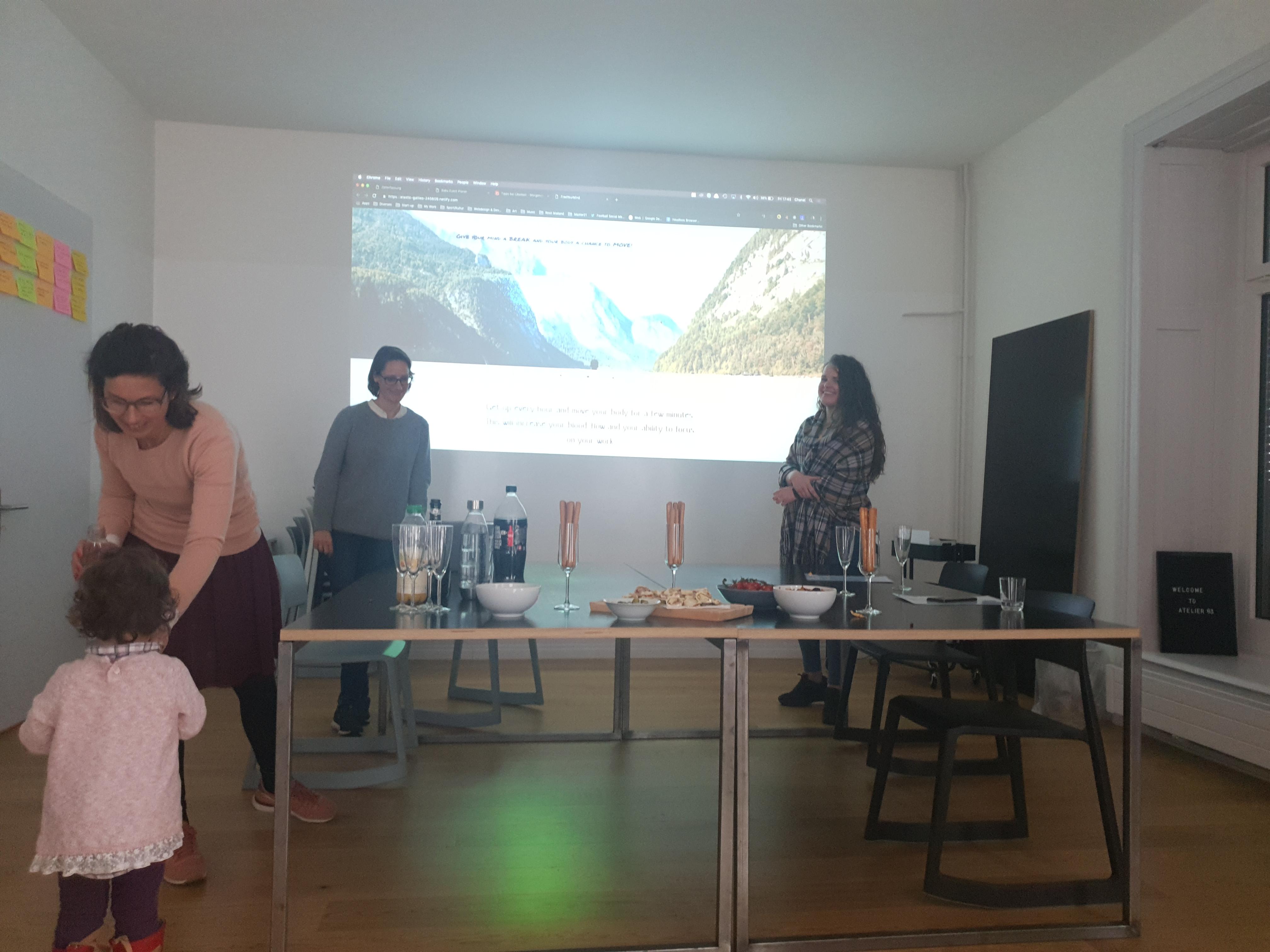 Delia und Tanja präsentieren ihre Web App