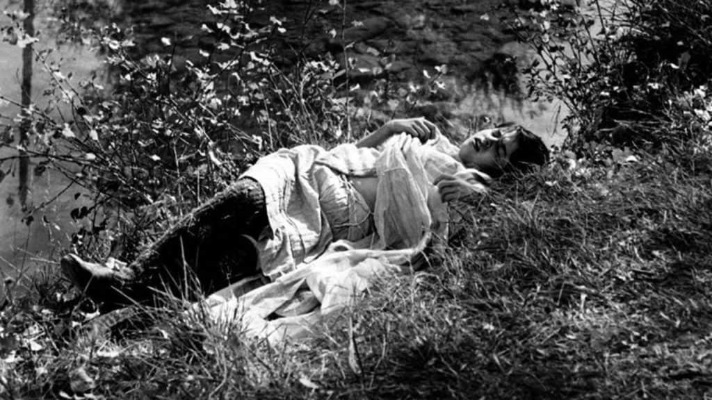 Un frame dal film 'Mouchette. Tutta la vita in una notte'