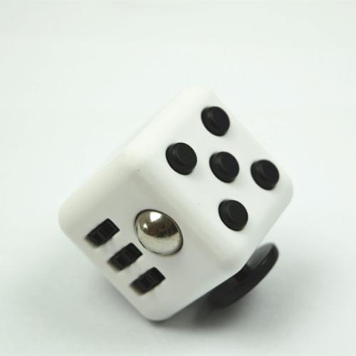קוביית פידגט - לבן שחור