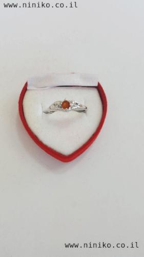 טבעת כסופה עם אבן קריסטל צבעונית