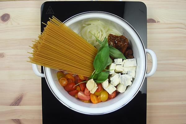 Recette one pot pasta végétarien tomates et gorgonzola