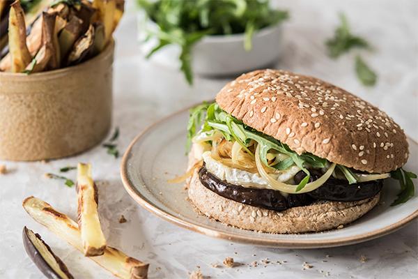 Recette de burger veggie à l'aubergine et au pérail