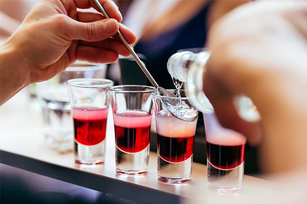 La technique pour réussir un cocktail à étages