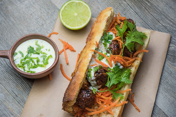 Le bánh mì, le sandwich roi de la street food