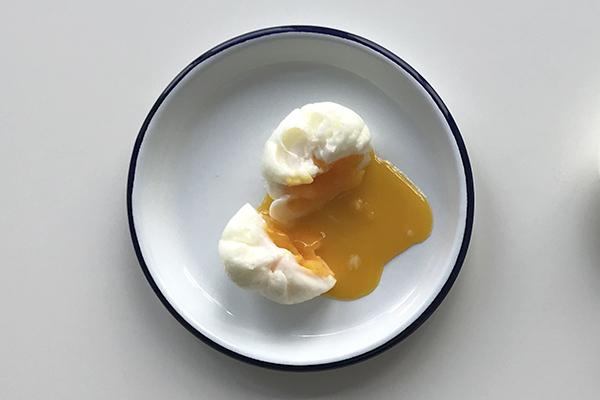 Comment cuire un œuf poché en images