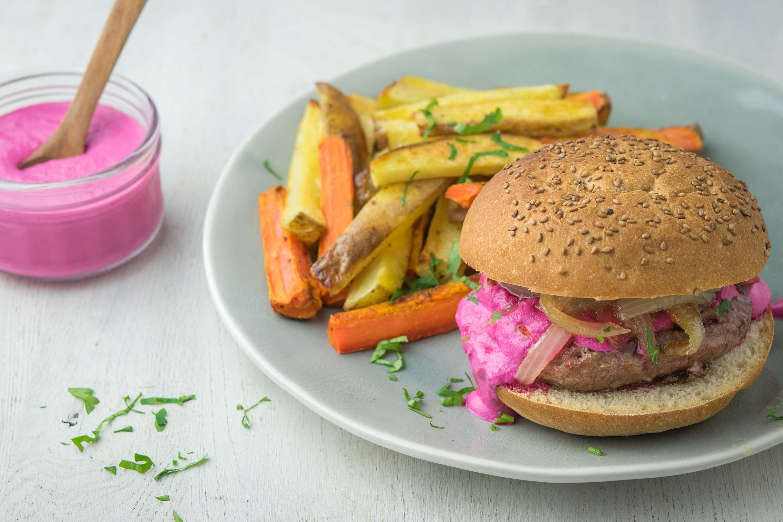 Recette du burger coloré, parfait pour faire manger des légumes aux enfants !