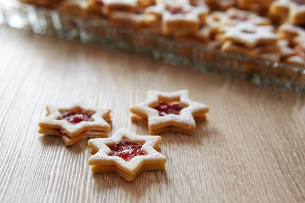 Comment faire des biscuits de Noël fourrés ?