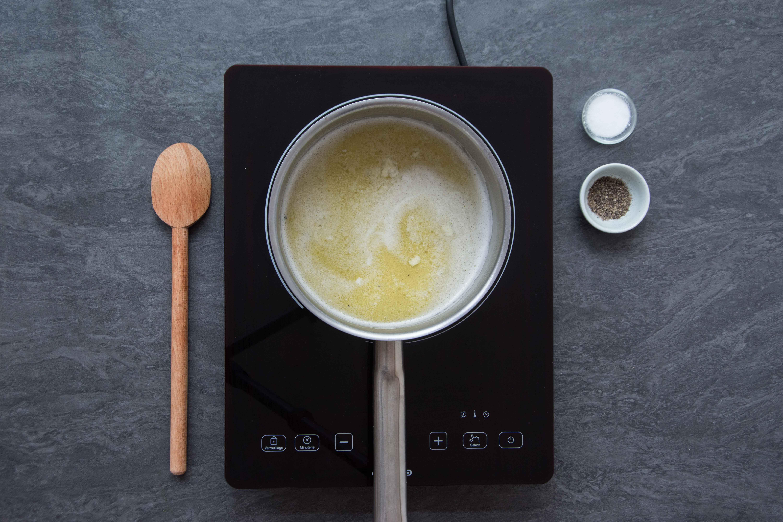 Recette pommes dauphines - étape 1 : faire fondre le beurre #2
