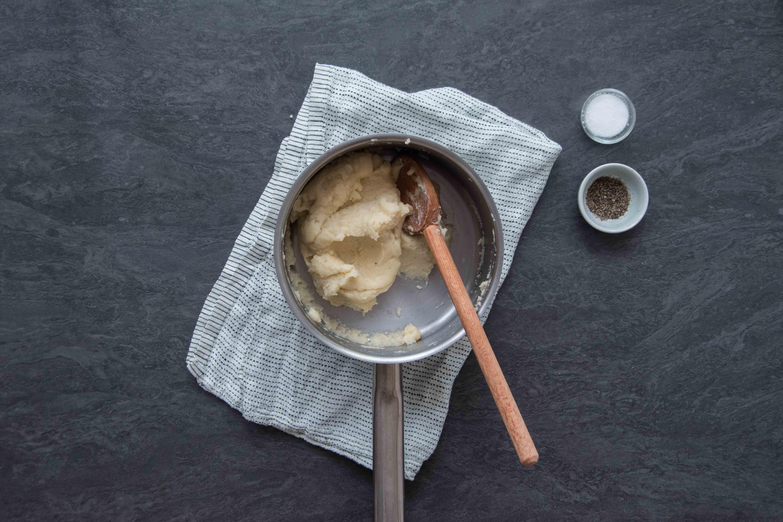 Recette pommes dauphines - étape 1 : obtenir une pâte homogène