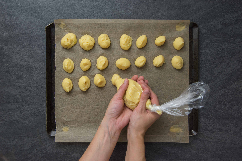 Recette pommes dauphines - étape 2 : former les pommes dauphines