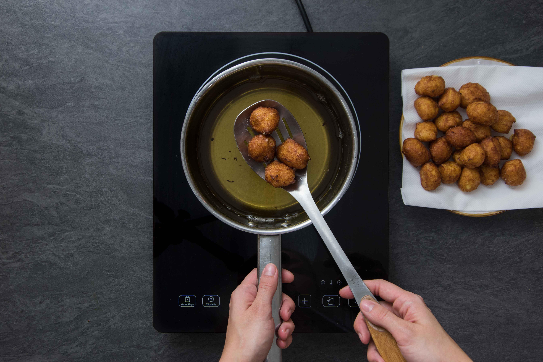 Recette pommes dauphines - étape 3 : faire cuire les pommes dauphines