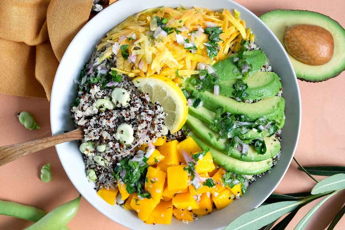 Quinoa Bowl mangue, avocat, fèves fraîches